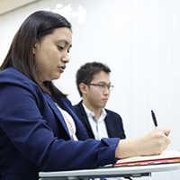 学ぶフィリピン人講師